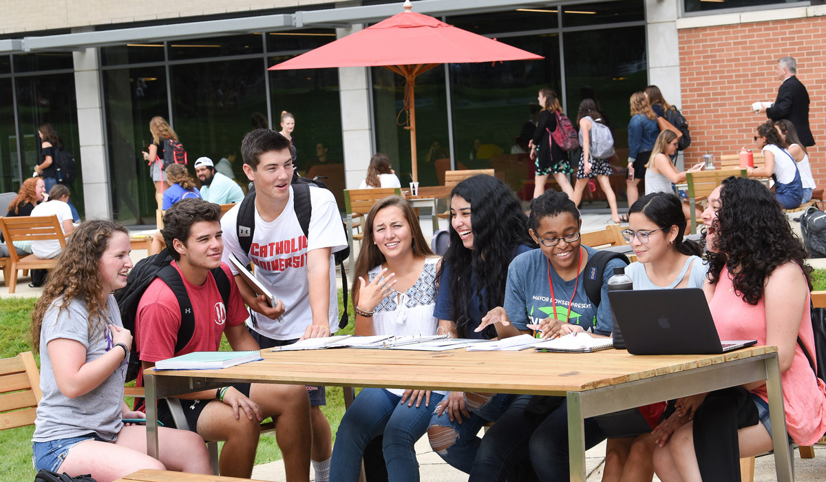Students in Class of 2022 at table outside the Pryzbyla Center