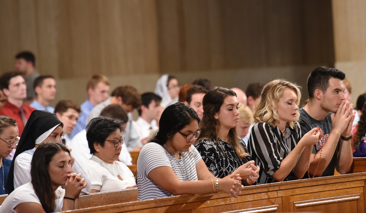 Students praying at Mass of the Holy Spirit