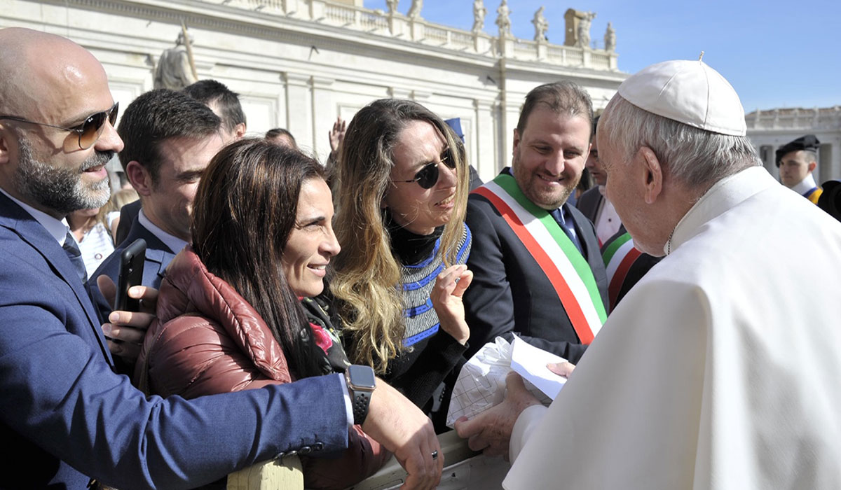 Ozlem Kilic speaks with Pope Francis