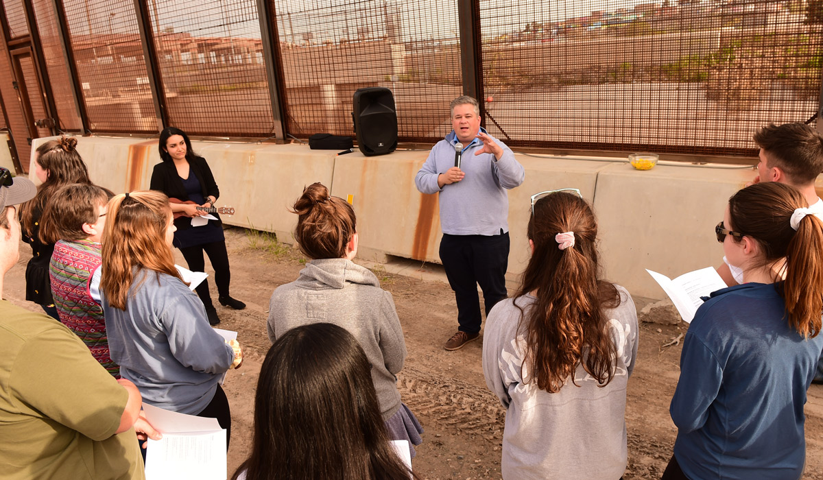 Students gather at U.S.-Mexico border for prayer service