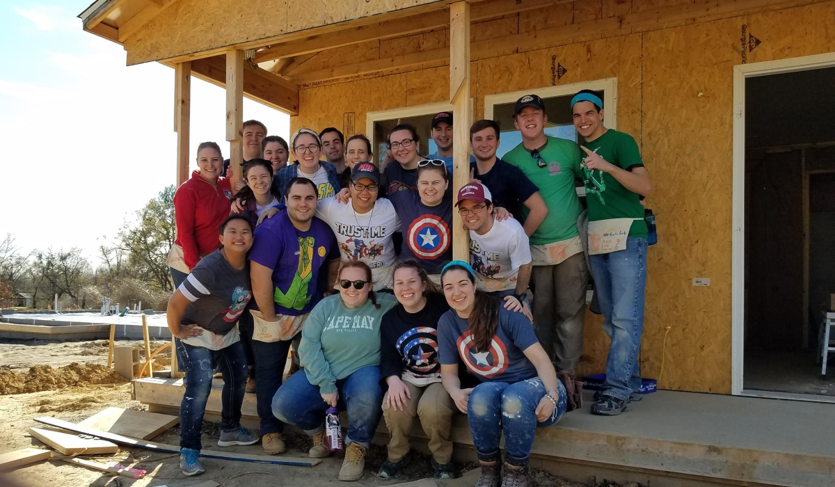 Group habitat for humanity photo